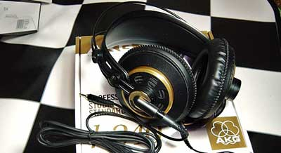AKG-K240-with-cable-on